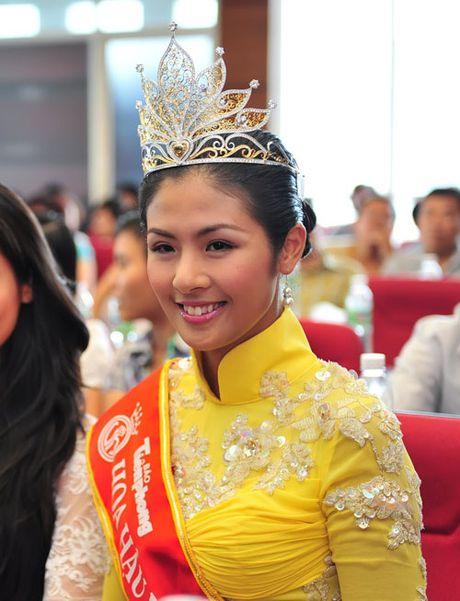 Hanh trinh 'vit hoa thien nga' cua 2 Hoa hau Viet Nam - Anh 14