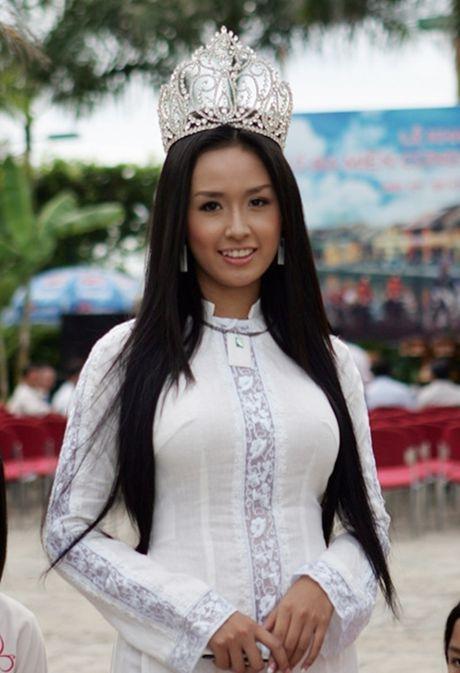 Hanh trinh 'vit hoa thien nga' cua 2 Hoa hau Viet Nam - Anh 1