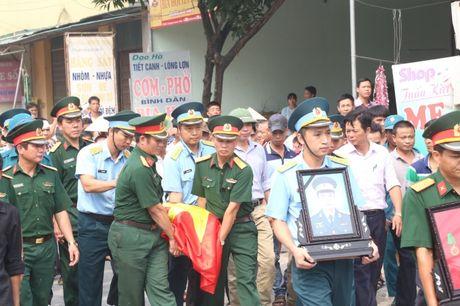 Ha Nam: Roi nuoc mat tien dua nguoi linh phi cong ve coi vinh hang - Anh 2