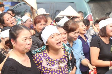 Ha Nam: Roi nuoc mat tien dua nguoi linh phi cong ve coi vinh hang - Anh 3