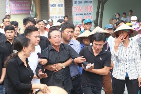 Ha Nam: Roi nuoc mat tien dua nguoi linh phi cong ve coi vinh hang - Anh 4
