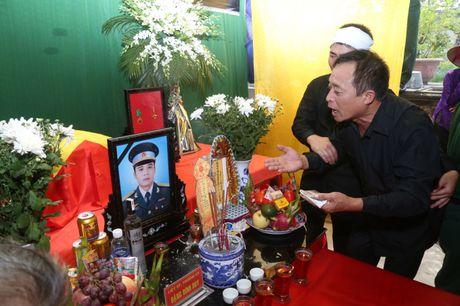 Ha Nam: Roi nuoc mat tien dua nguoi linh phi cong ve coi vinh hang - Anh 6