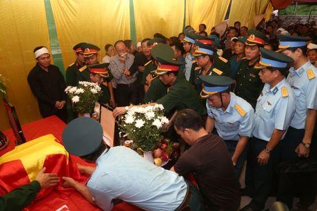 Ha Nam: Roi nuoc mat tien dua nguoi linh phi cong ve coi vinh hang - Anh 7