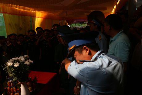 Ha Nam: Roi nuoc mat tien dua nguoi linh phi cong ve coi vinh hang - Anh 9