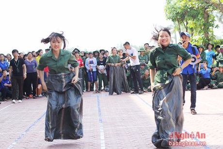 Dai hoc Vinh: 'Khoe de xay dung, bao ve To quoc' - Anh 6
