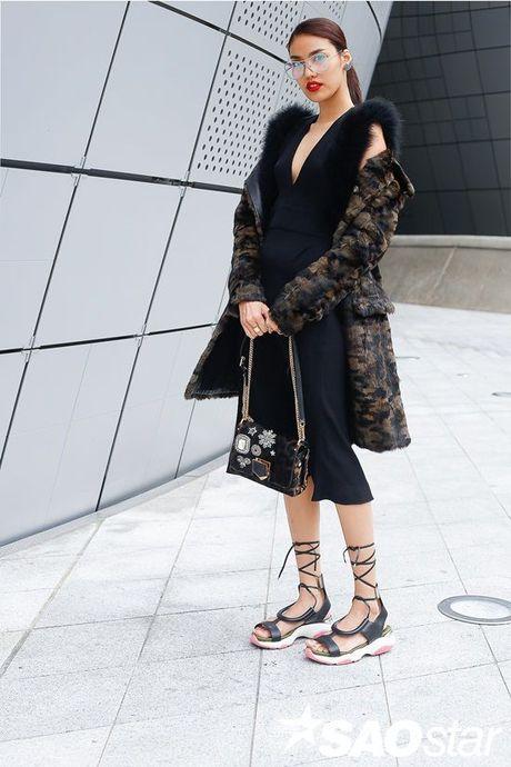 Lan Khue, Quynh Mai thu hut ong kinh nhiep anh voi street style all-black tai Seoul Fashion Week - Anh 10