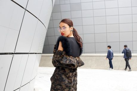 Lan Khue, Quynh Mai thu hut ong kinh nhiep anh voi street style all-black tai Seoul Fashion Week - Anh 11