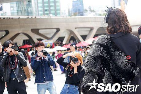 Lan Khue, Quynh Mai thu hut ong kinh nhiep anh voi street style all-black tai Seoul Fashion Week - Anh 16