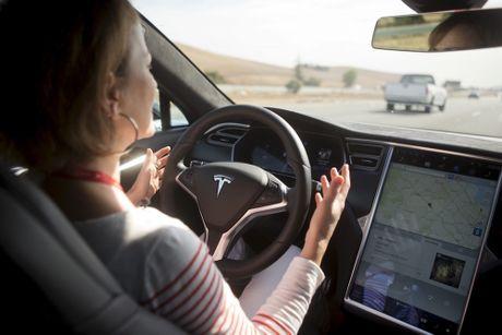 Tesla nang cong nghe tu lai len dang cap moi - Anh 2