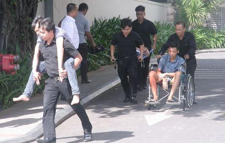 Nguoi dan Nha Trang tham gia dien tap chua chay va cuu nan, cuu ho tai khach san cao tang - Anh 2