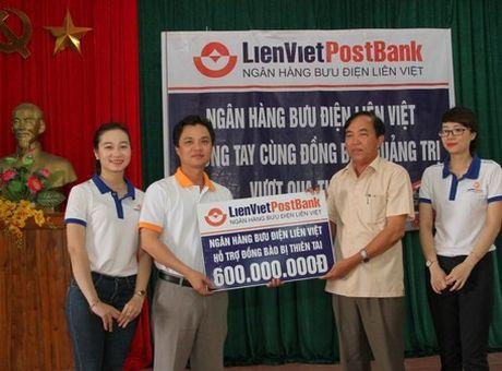 CD Ngan hang Buu dien Lien Viet: Ho tro 600 trieu dong cho dong bao bi thiet hai do thien tai tai Quang Tri - Anh 1