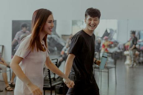 Huynh Anh tinh cam cham soc Hoang Oanh trong hau truong 'Hoan doi' - Anh 2