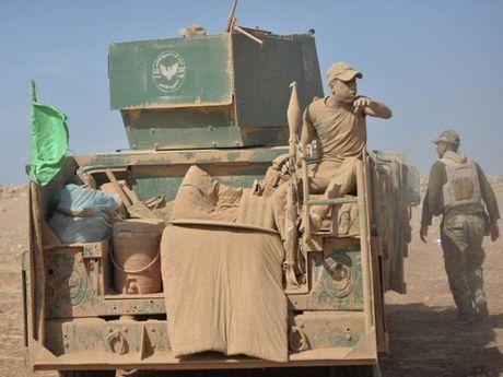 IS hanh hinh hang tram nguoi o Mosul khi bi bao vay - Anh 1