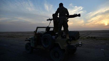 IS hanh hinh hang tram nguoi o Mosul khi bi bao vay - Anh 2