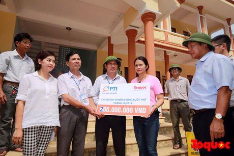 Tong Cong ty CP Bao hiem Buu dien den va chia se voi ba con vung lu - Anh 1