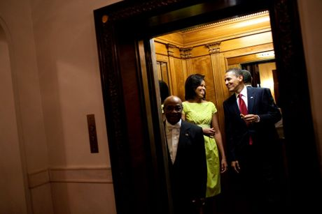 Nhung buc anh dep cua ong Obama khi lam tong thong - Anh 11