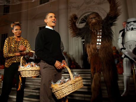 Nhung buc anh dep cua ong Obama khi lam tong thong - Anh 16