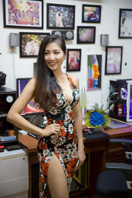 Ngam nu game thu Viet khoe 'eo thon dang ngoc' khong khac gi hotgirl ben dan may khung - Anh 3