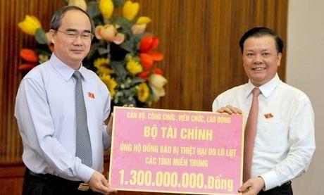 BAN TIN MAT TRAN: Nhieu don vi ung ho dong bao mien Trung qua MTTQ - Anh 1