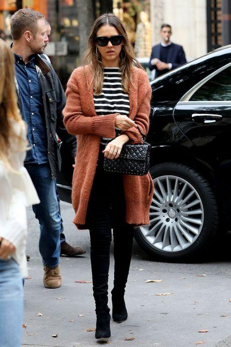 Hoc street style mua thu nhu Jessica Alba - Anh 2