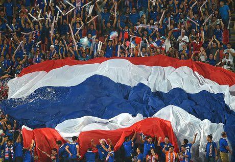 Fan Thai Lan bat man vi mua giai ket thuc som - Anh 1
