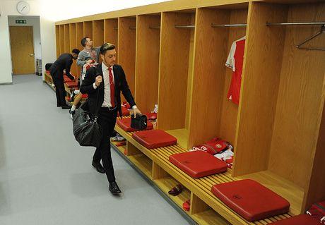 Arsenal vs Middlesbrough (0-0, HT): Cech lien tiep cuu thua - Anh 12