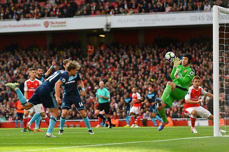 Arsenal vs Middlesbrough (0-0, HT): Cech lien tiep cuu thua - Anh 1