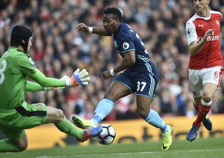 Arsenal vs Middlesbrough (0-0, HT): Cech lien tiep cuu thua - Anh 4