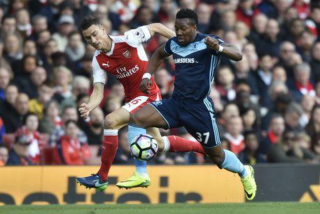Arsenal vs Middlesbrough (0-0, HT): Cech lien tiep cuu thua - Anh 5