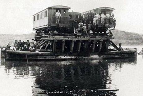 Sai Gon thuo phai 'cong' xe lua tren song - Anh 3