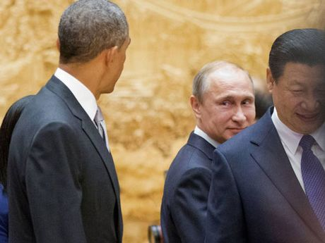 Vuot qua 'nguong huy diet': Uy luc Putin troi day - Anh 2