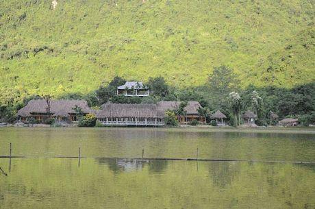 Cuoi thu, ve Ninh Binh cheo thuyen, nghi duong, cau an - Anh 4