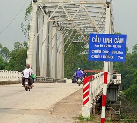 Phan luong giao thong qua QL8 de sua chua cau Linh Cam - Anh 1