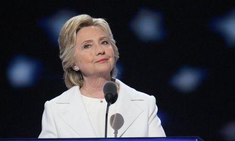 Tru so chien dich van dong cua ba Clinton so tan vi bot trang - Anh 1