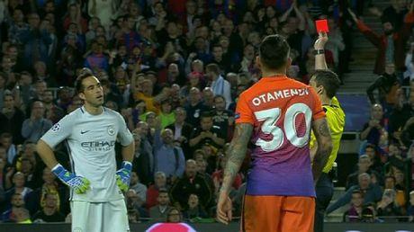 Pep Guardiola: 'Toi tha ve que chu quyet khong thay doi loi choi cua Man City' - Anh 1