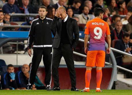 Pep Guardiola: 'Toi tha ve que chu quyet khong thay doi loi choi cua Man City' - Anh 2