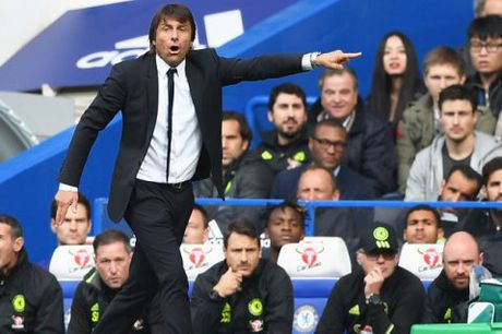 CAP NHAT tin sang 22/10: Chelsea se khong dung xe bus truoc Man United. Ronaldo gap truc trac hop dong voi Real - Anh 1