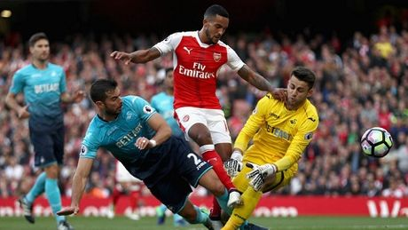 Theo Walcott thang hoa cung Arsenal: Dang sau mot su doi thay - Anh 3