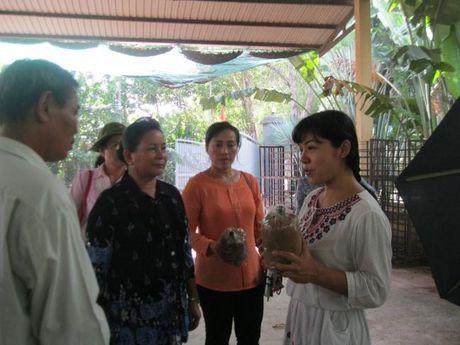 Doan dai bieu Hoi LHPN Thu do Vieng Chan (Lao) vieng tham Nha tuong niem Ma Ranh - Anh 5