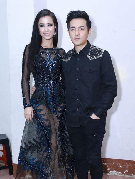Dong Nhi, Ong Cao Thang ngot ngao om hon sau canh ga - Anh 1