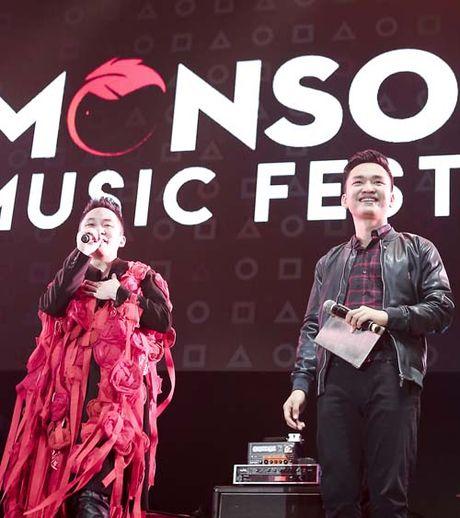 MC Hanh Phuc cuong nhiet, Tung Duong 'quay' nhu nhap dong - Anh 1