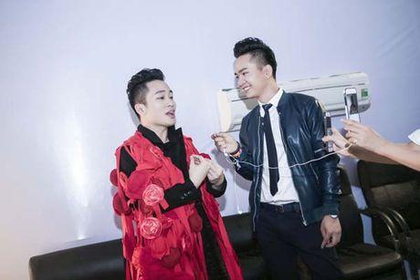 MC Hanh Phuc cuong nhiet, Tung Duong 'quay' nhu nhap dong - Anh 2