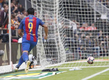Messi sut thanh cong phat den roi chay toi khieu khich CDV Valencia - Anh 10
