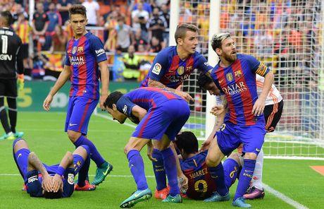 Messi sut thanh cong phat den roi chay toi khieu khich CDV Valencia - Anh 13