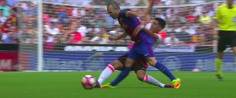 Messi sut thanh cong phat den roi chay toi khieu khich CDV Valencia - Anh 2