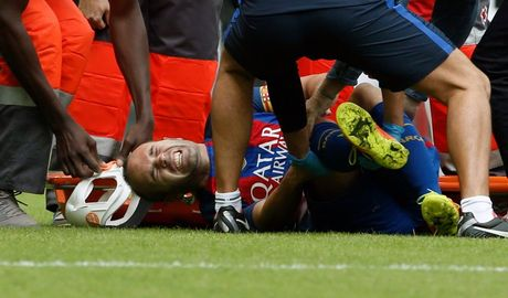 Messi sut thanh cong phat den roi chay toi khieu khich CDV Valencia - Anh 4