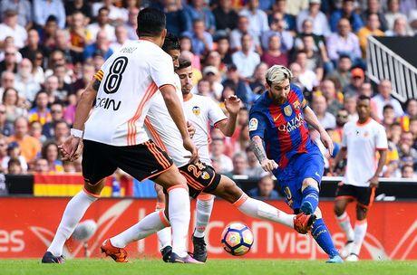 Messi sut thanh cong phat den roi chay toi khieu khich CDV Valencia - Anh 6