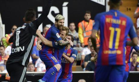Messi sut thanh cong phat den roi chay toi khieu khich CDV Valencia - Anh 7