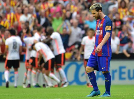 Messi sut thanh cong phat den roi chay toi khieu khich CDV Valencia - Anh 8