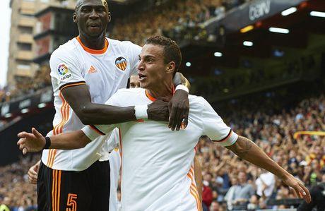 Messi sut thanh cong phat den roi chay toi khieu khich CDV Valencia - Anh 9